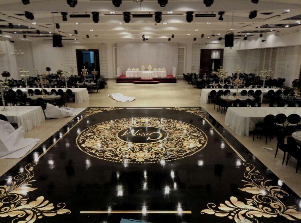 מדבקות רצפה לאולם אירועים